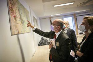 Nationalratspräsident Wolfgang Sobotka (V) besichtigt die Ausstellung